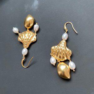 Tory Burch Delicate Shell Pearl Earrings